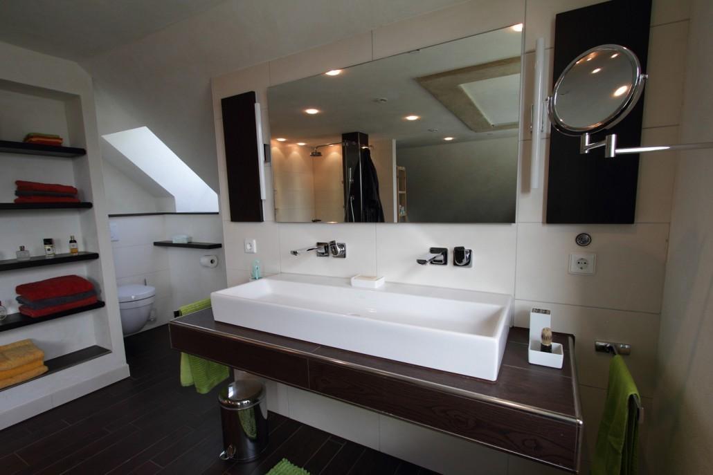 Badezimmer holzgefliest bad badsanierung kissel stuttgart - Badezimmer stuttgart ...