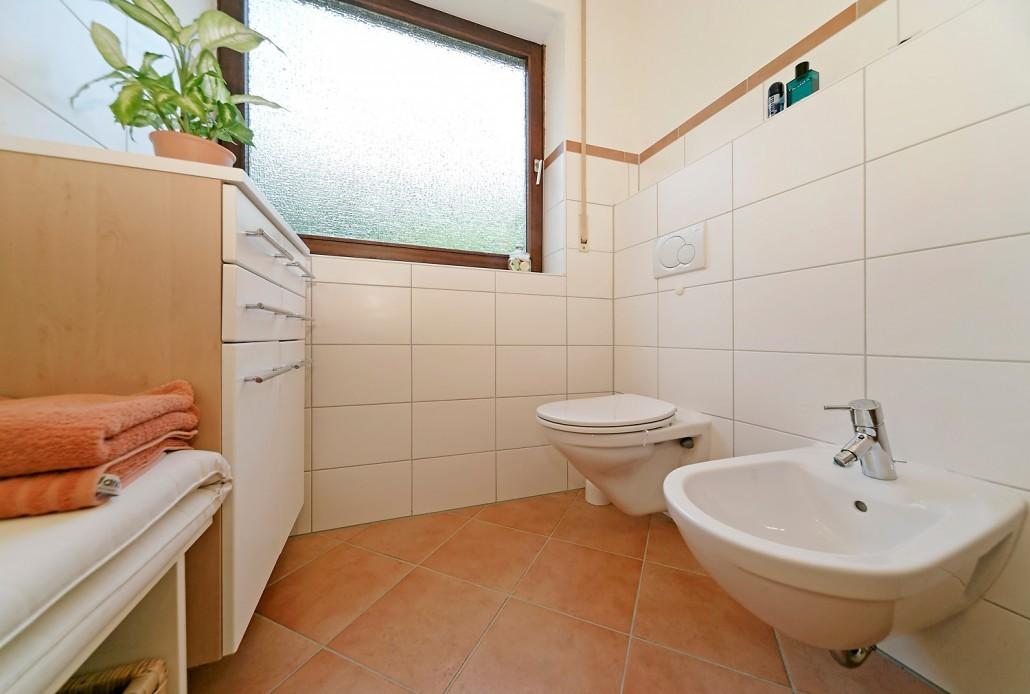 Kleines badezimmer bad b der badumbau kissel stuttgart for Kleines bad modern