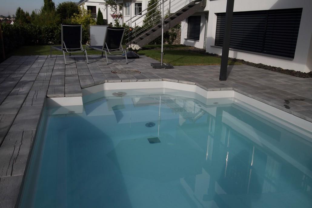 kleiner pool mit stein in holzoptik schwimmbadbau kissel stuttgart. Black Bedroom Furniture Sets. Home Design Ideas