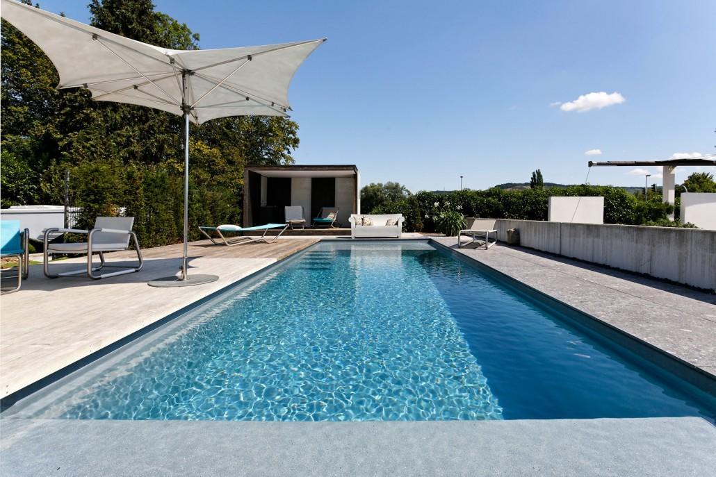 Gro schwimmbad im garten zeitgen ssisch das beste for Garten pool 4m