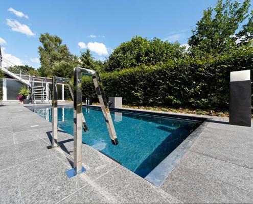 Ausstellung-Pool-Reduktion-aufs-Wesentliche-03