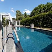 Ausstellung-Pool-Reduktion-aufs-Wesentliche-04