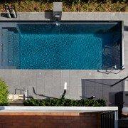 Ausstellung-Pool-Reduktion-aufs-Wesentliche-06
