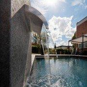 Ausstellung-Pool-Reduktion-aufs-Wesentliche-08