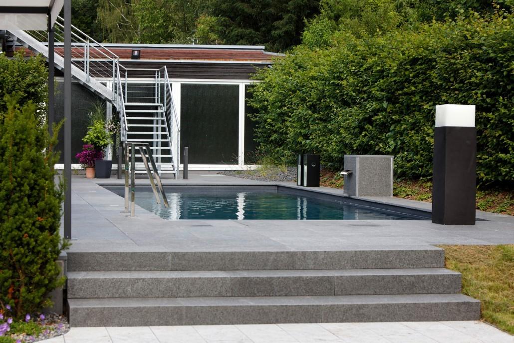 reduktion aufs wesentliche poolausstellung kissel stuttgart. Black Bedroom Furniture Sets. Home Design Ideas